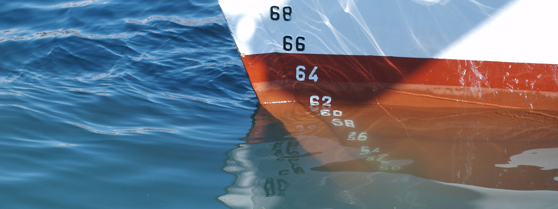 image of boat in water measuring sea level